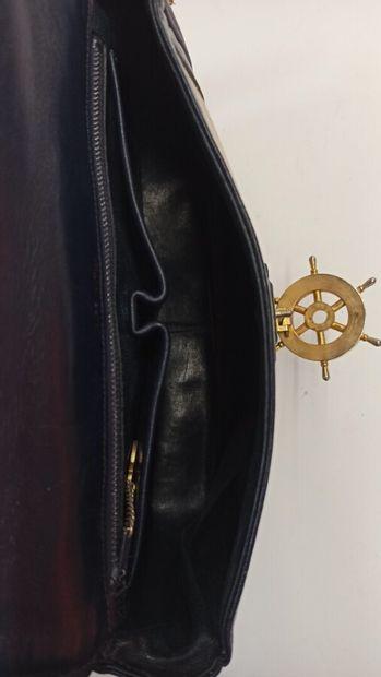 CELINE - 1970s/80s  SAC en toile et cuir marine, garnitures en métal doré émaillé...