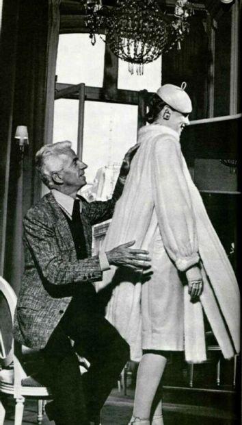 CHRISTIAN DIOR BOUTIQUE FOURRURE par Frédéric Castet - 1980s  MANTEAU 3/4 en mouton...
