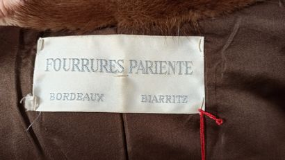 FOURRURES PARIENTE  MANTEAU 7/8 en vison, pattes d'épaules (env. TS/M)