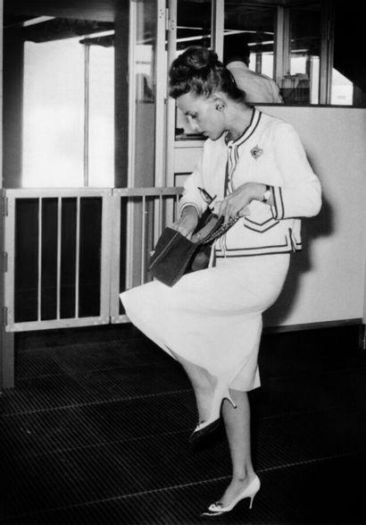 "CHANEL vintage - 1960s/70s  SAC ""2:55"" en jersey matelassé marine, garnitures en..."