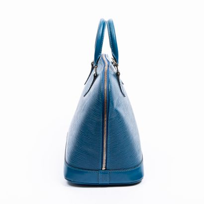 """LOUIS VUITTON  1997  Sac """"Alma"""" PM  """"Alma"""" PM bag    Cuir Epi bleu  Blue Epi leather..."""