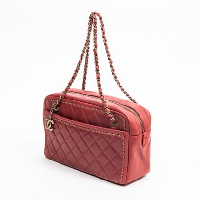 CHANEL  Circa 2015/16  Sac  Bag    Cuir matelassé sang de boeuf  Red quilted leather...