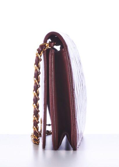 CHANEL - 1970s/80s  SAC en cuir matelassé bordeaux, garnitures en métal doré  24...