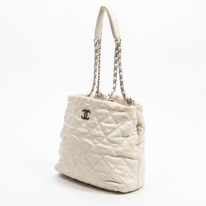 "CHANEL  Circa 2013/14  Sac  Bag    Cuir matelassé ""Wild Stitch"" blanc  White quilted..."