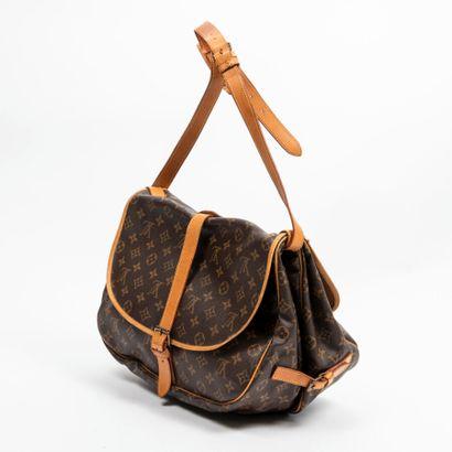 """LOUIS VUITTON  1989  Sac """"Saumur"""" 30  """"Saumur"""" 30 bag    Toile Monogram, cuir naturel..."""