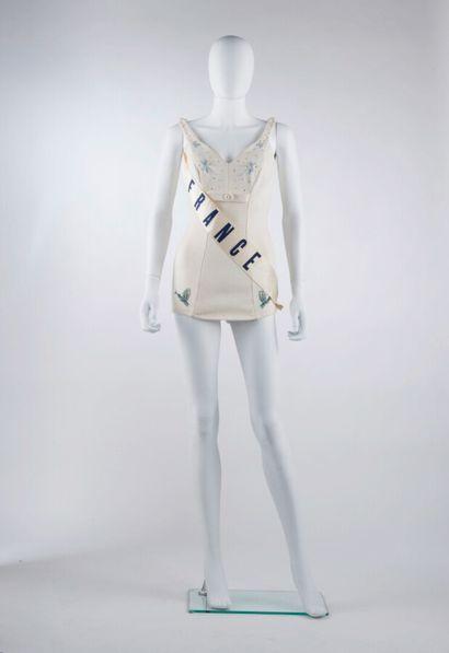 CATALINA - 1959  MAILLOT en épais jersey écru rebrodé de perles et de strass avec...