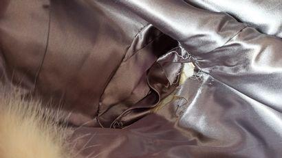 ANONYME  MANTEAU 3/4 en renard polaire (env. TS)  (petit accident manche droite...
