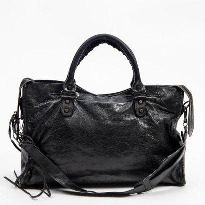 "BALENCIAGA  Sac ""City""  ""City"" bag    Cuir vieilli noir  Black distressed leather..."