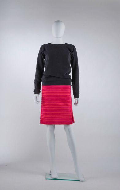 GUY LAROCHE - 1980s/90s  TAILLEUR en laine bouillie fantaisie rayé rose et violine...