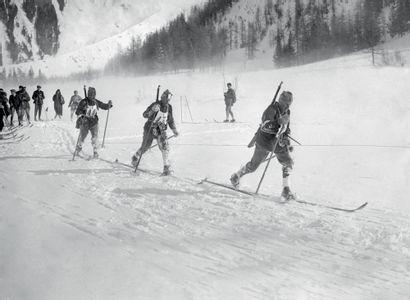 Chamonix 1924. Équipe de Suisse, ski militaire...