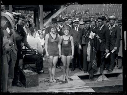 Anvers 1920. Helen Meany et Aileen Riggin,...
