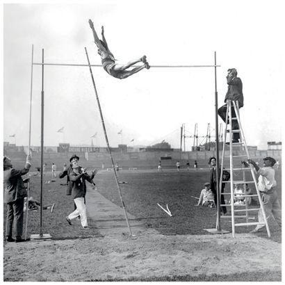 Paris 1924. Maurice Vautier, saut à la perche © Collections L'Équipe 9 juillet 1924....