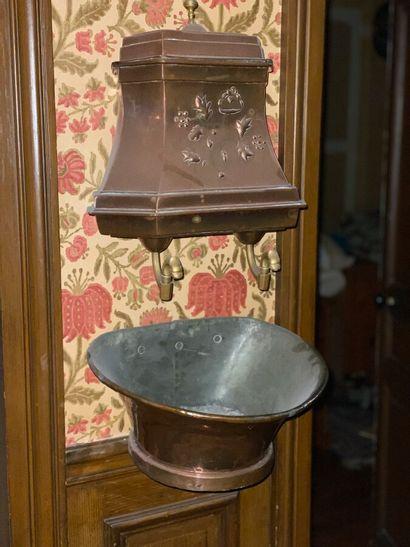 Fontaine d'applique en cuivre  H: 44 et...