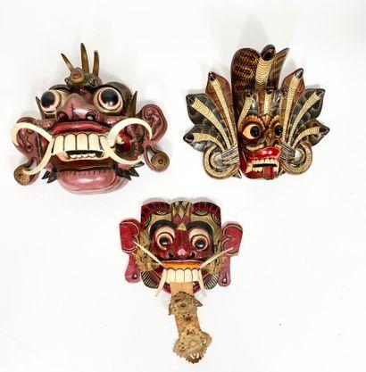 Ensemble de trois masques peints. Bali