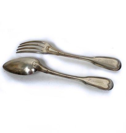 Couvert en argent, modèle filet ; les spatules...