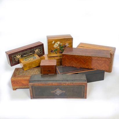 Lot de onze boîtes en bois diverses