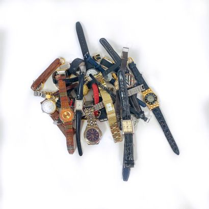 Lot de montres fantaisie dont montre Seiko...