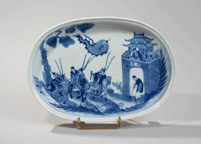 VIETNAM, Hue - XIXe siècle -Plat ovale quadripode...