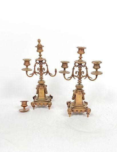 Petite paire de flambeaux en bronze doré...