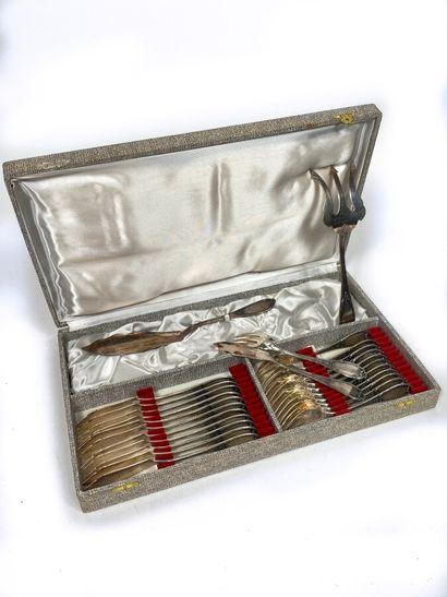 Service à poisson en métal argenté comprenant...