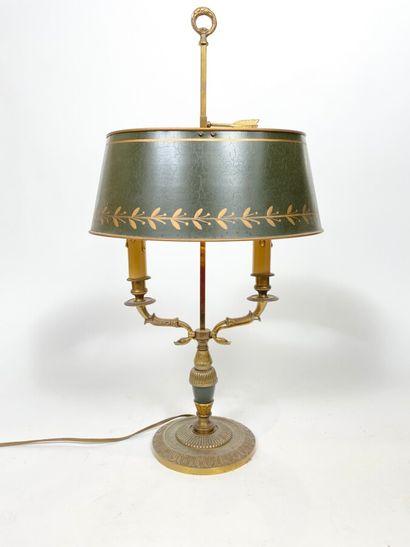 Lampe bouillotte à deux lumières. Abat-jour...