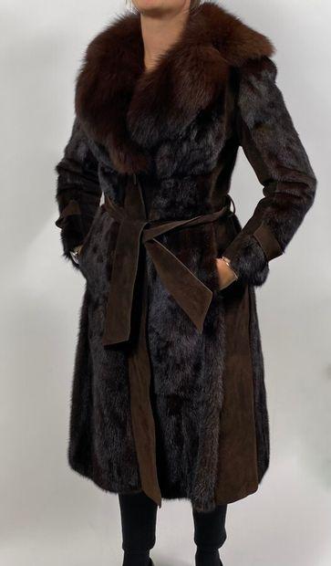 Manteau de vison marron foncé et cuir. Taille...