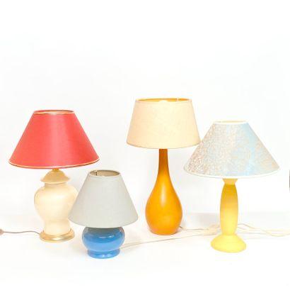Lot de quatre lampes modernes