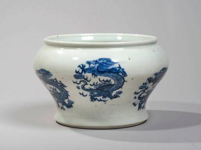 VIETNAM, Hue - XIXe siècle - Vase de forme...