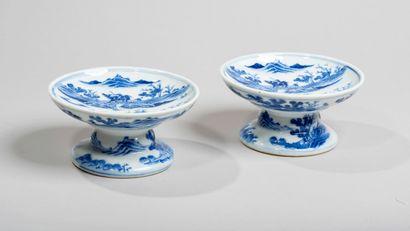 VIETNAM - XIXe siècleCoupes sur pied en porcelaine...