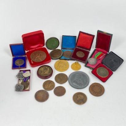 Lot de médailles de table