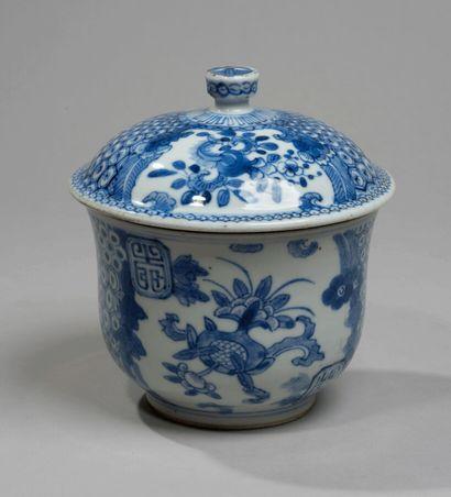 VIETNAM - XIXe siècle- Bol couvert en porcelaine...