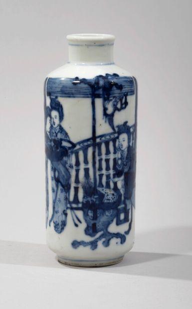 CHINE - XIXe siècle - Petit vase en porcelaine...