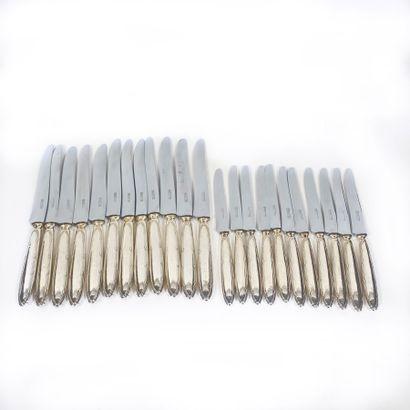 Ensemble de 12 grands couteaux et 11 petits...