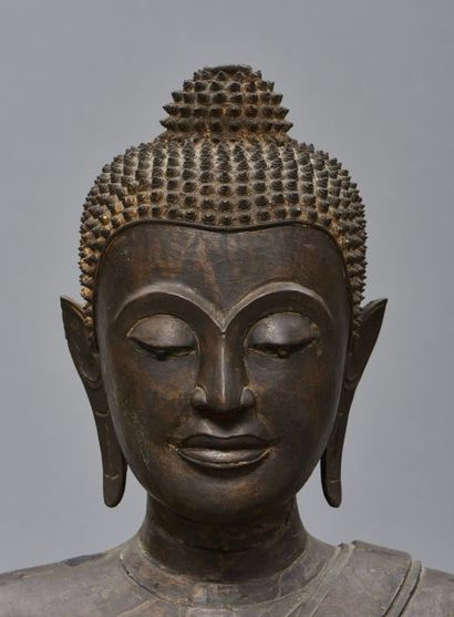 Magnifique et rare statue Thaïlandaise en bronze à patine foncée D'une grande rareté,...
