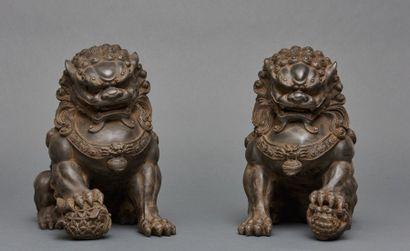 Deux figurines contemporaines représentant...