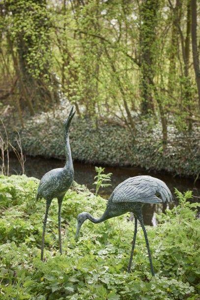 Deux grandes figurines de jardin en bronze...