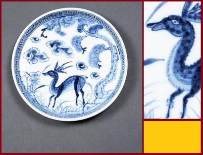COUPE A FOND PLAT EN PORCELAINE BLEU BLANC Chine,...