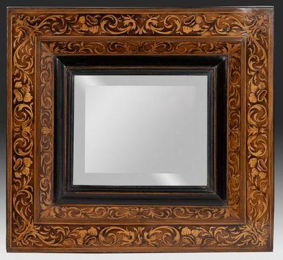 Miroir biseauté Dans un cadre à profil inversé...
