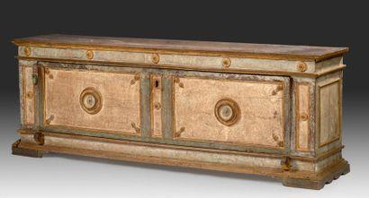 «Cassonne» en bois mouluré ou tourné à décor...