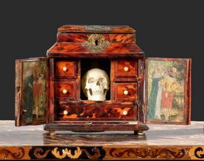 Petit cabinet serre-bijoux à décor à toutes...