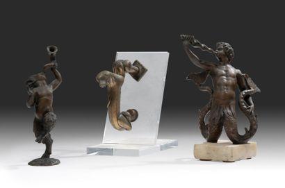 Lot de trois bronzes Composé d'un heurtoir...