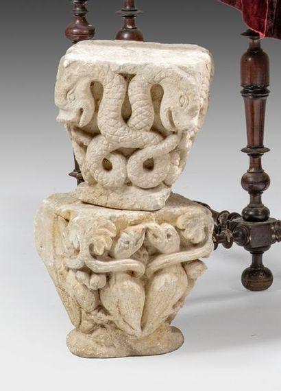 Réunion de deux chapiteaux en pierre calcaire...