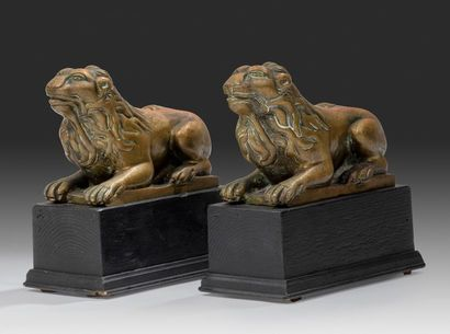 Trois lions Dont une paire, dans le même...