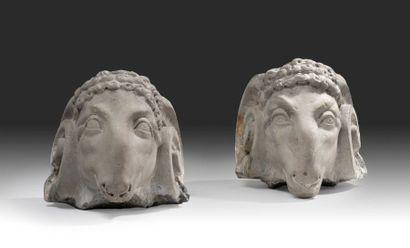 Paire de têtes de bélier en marbre gris....