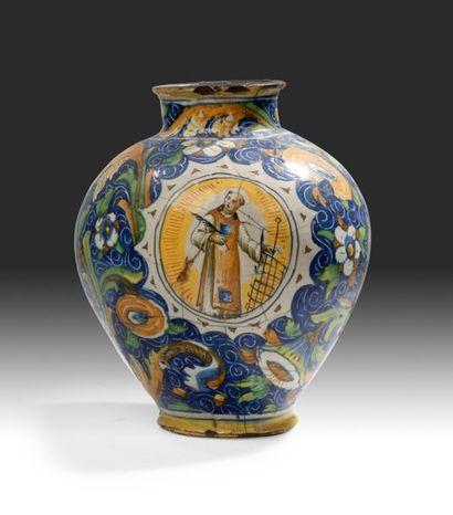 VENISE Vase boule à décor polychrome d'un saint (saint Vincent?) dans un médaillon...