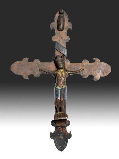 Christ en cuivre doré et émail en champlevé...