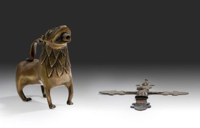 Aquamanile en bronze sous la forme d'un lion...