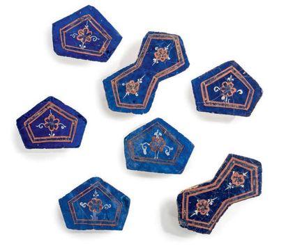 Sept carreaux de céramique en lajvardina Céramique à décor lajvardina - corail,...