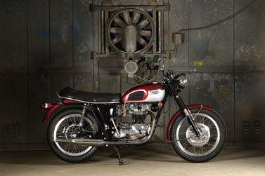 TRIUMPH TR6-R 1970 Cette Triumph 650 TR6 de 1970 est une des dernières versions de...