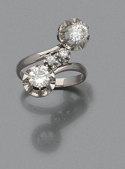 BAGUE «toi et moi» en or gris (750 millièmes)...